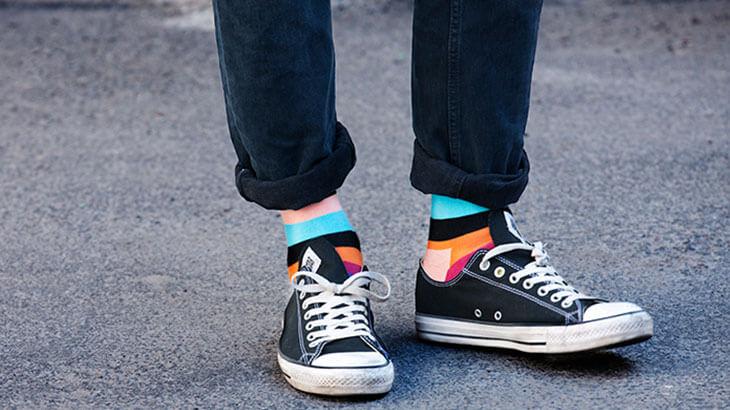 como-usar-meias-coloridas-masculinas