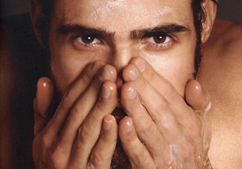 como fazer limpeza de pele masculina