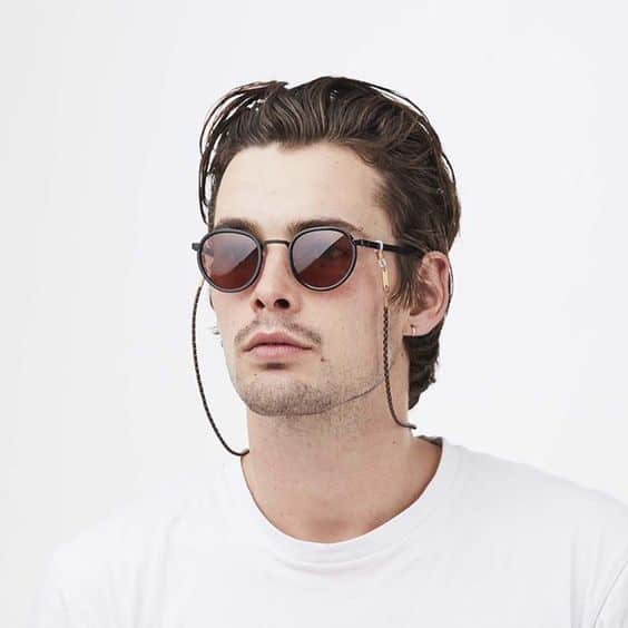 como-usar-cordao-oculos-masculino-2