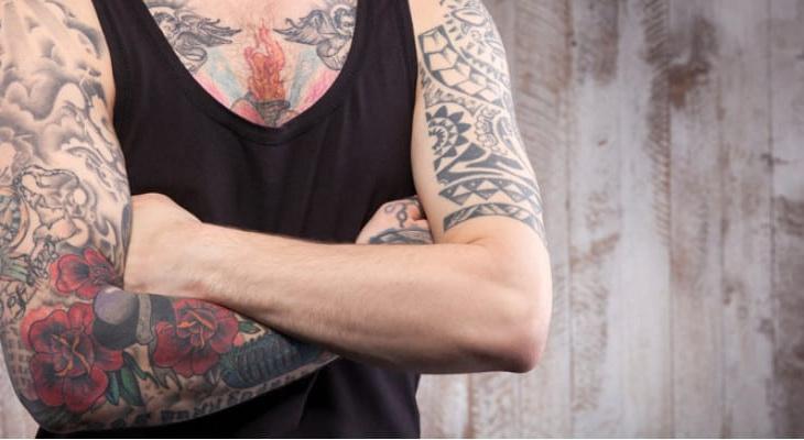como cuidar das tatuagens novas e antigas