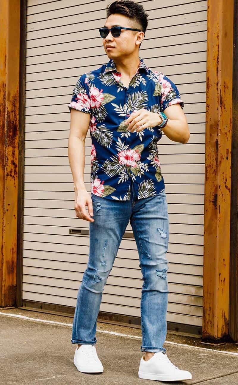 tenis-branco-masculino-jeans-neutro-camisa estampada