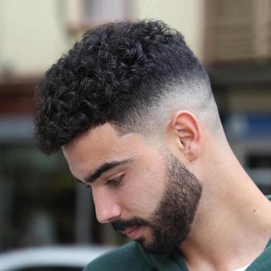 corte de cabelo cacheado curto masculino