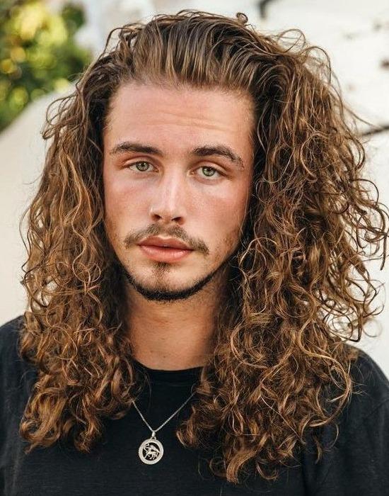 corte de cabelo cacheado masculino