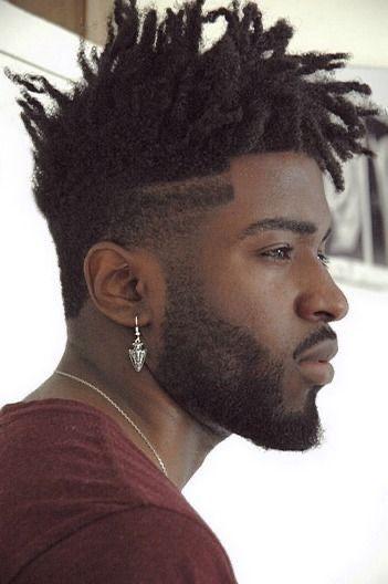 cabelo moicano afro