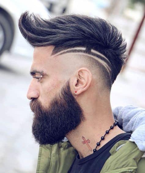 cabelo moicano com barba