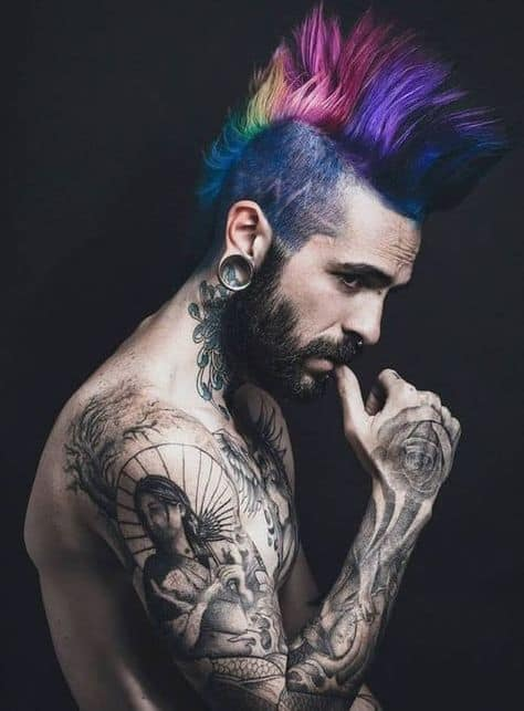 corte de cabelo moicano colorido