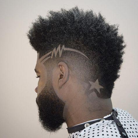 corte de cabelo moicano com desenho