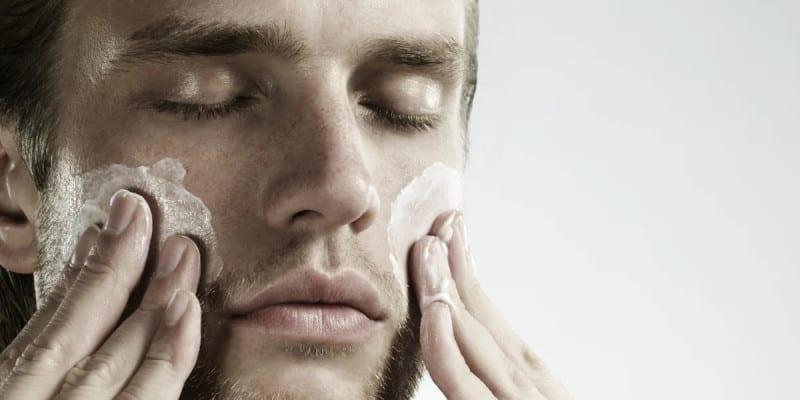 cuidados rosto masculino verão