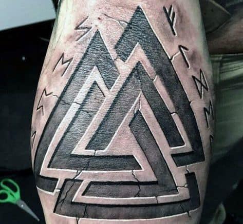 tatuagem triângulos