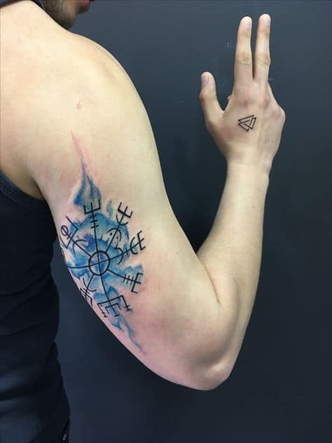 tatuagem vikin pequenas