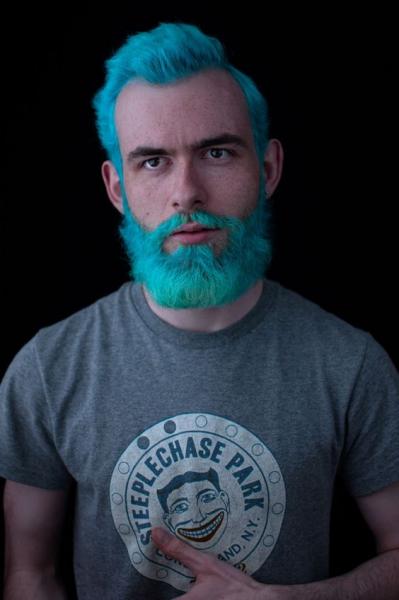 Cabelo e barba colorida
